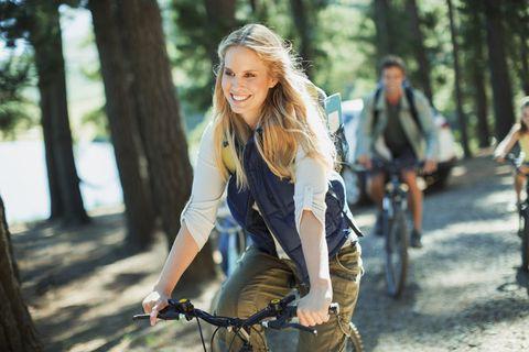 Street fashion, Beauty, Tree, Fashion, Blond, Jeans, Outerwear, Recreation, Jacket, Photography,