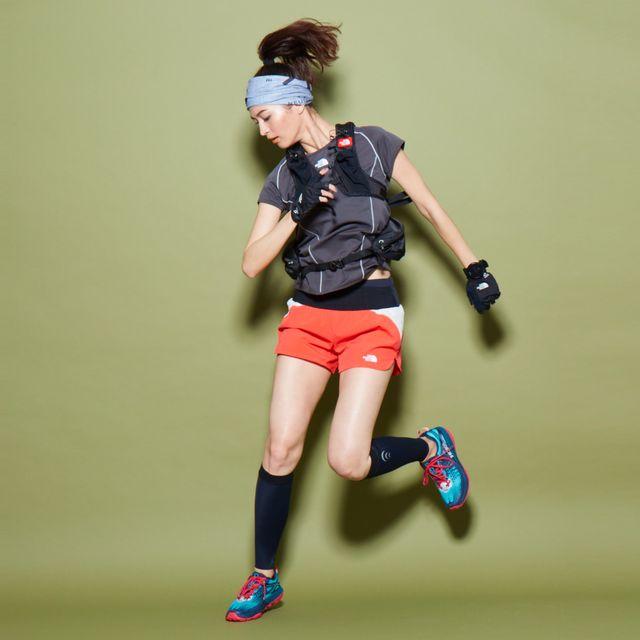 Human leg, Joint, Sportswear, Sock, Style, Jersey, Athletic shoe, Shorts, Knee, Elbow,