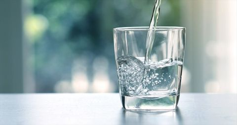 Water, Old fashioned glass, Highball glass, Glass, Tumbler, Drinkware, Drink, Transparent material, Drinking water, Distilled beverage,