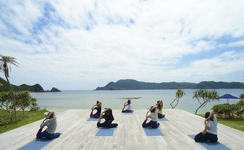 Sky, Leisure, Tourism, Vacation, Sitting, Tree, Sea, Physical fitness, Horizon, Lake,
