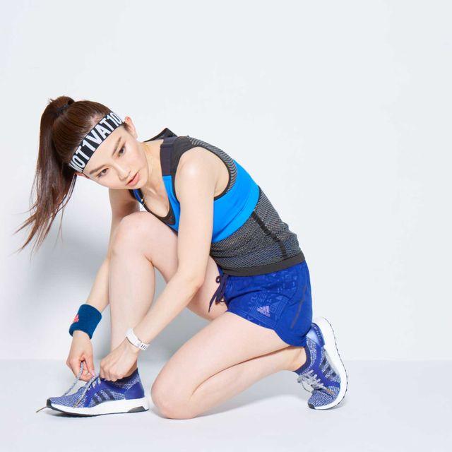Blue, Arm, Shoulder, Muscle, Leg, Joint, Footwear, Knee, Thigh, Photo shoot,