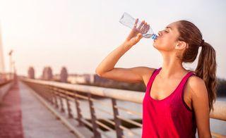 体重を減らすことなく水を飲む