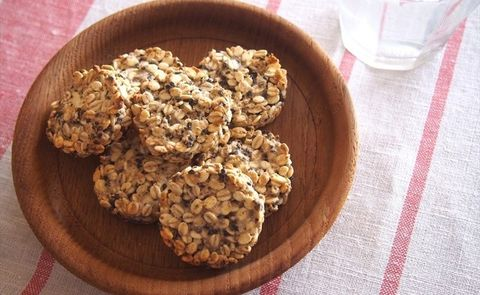Dish, Food, Cuisine, Ingredient, Cookie, Snack, Oat, Gluten, Oatmeal, Oatmeal-raisin cookies,