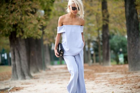 Clothing, Shoulder, Joint, People in nature, Sunglasses, Waist, Street fashion, Chest, Blond, Necklace,