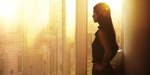 Human body, Shoulder, Amber, Sunlight, Beauty, Black hair, Backlighting, Long hair, Waist, Flash photography,