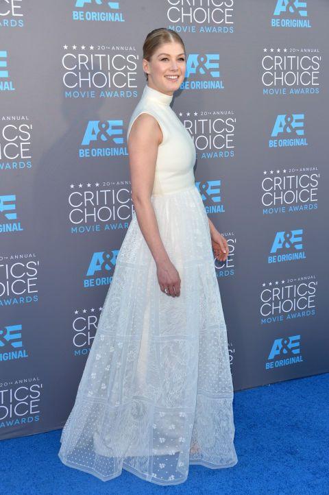 Human, Blue, Dress, Shoulder, Flooring, Premiere, Style, Formal wear, Gown, Electric blue,