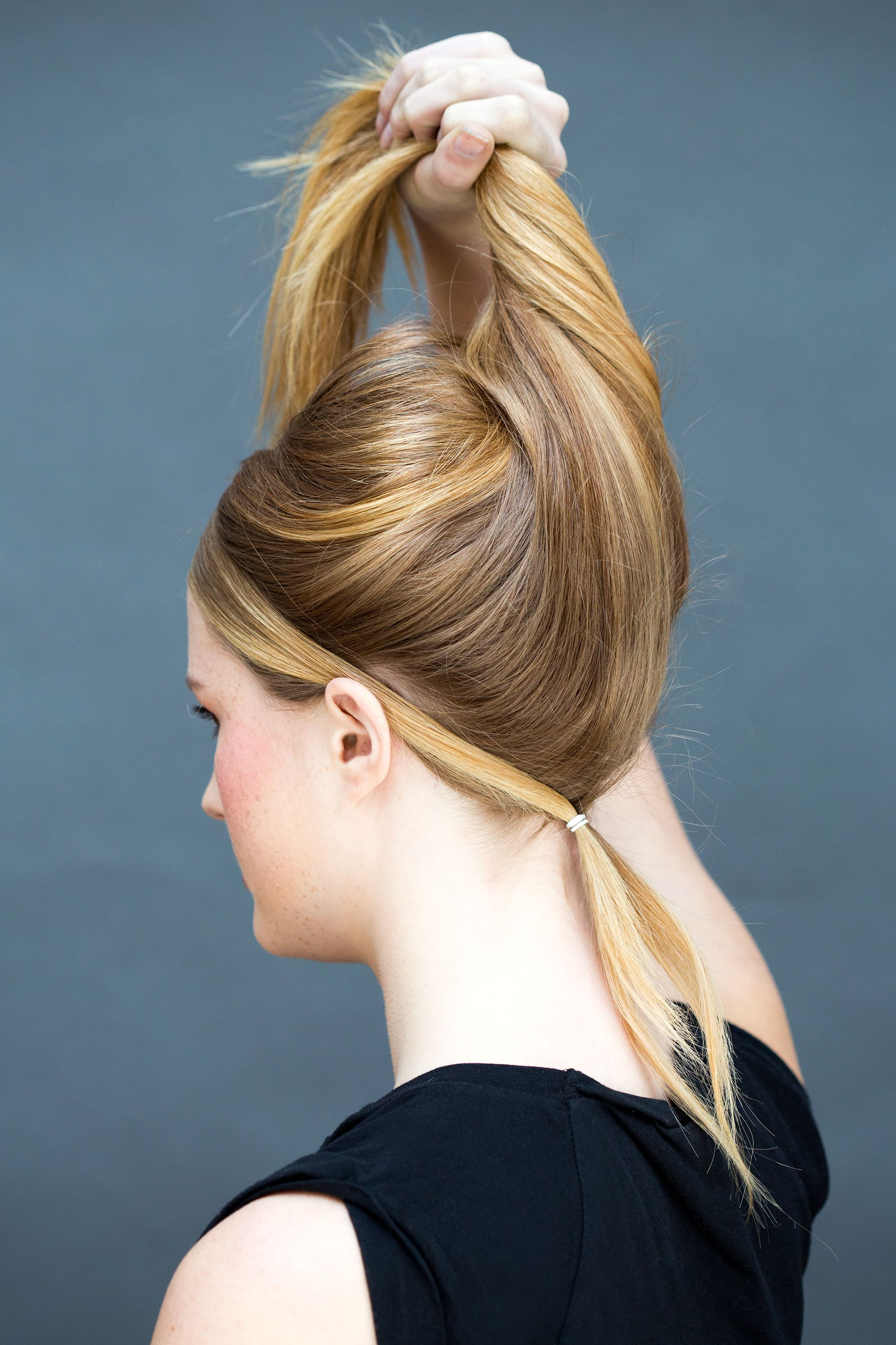 Hairstyle on a quick hand on long hair. A few simple ways