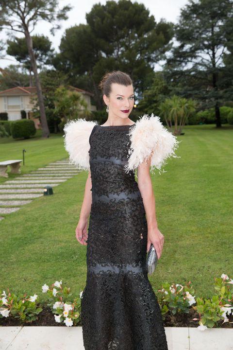 Clothing, Dress, Petal, Garden, Day dress, Waist, Spring, Gown, Fur, One-piece garment,
