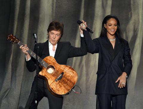 Guitarist, String instrument, String instrument, Plucked string instruments, Musician, Musical instrument, Musical instrument accessory, Guitar, Music, Microphone,