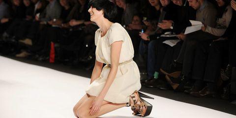 Human, Leg, Event, Human leg, Shoulder, Joint, Style, Formal wear, Dress, Fashion model,
