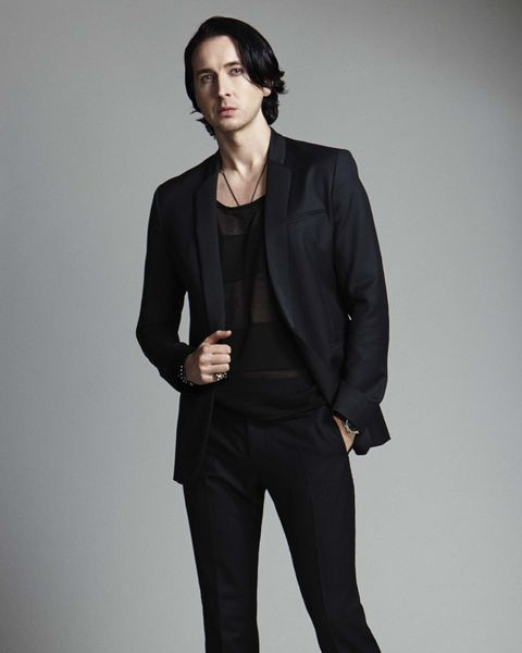 Sleeve, Collar, Coat, Shoulder, Standing, Joint, Suit trousers, Outerwear, Formal wear, Style,