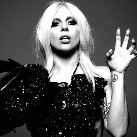 Finger, Lip, Hairstyle, Wrist, Eyelash, Style, Fashion, Black, Beauty, Eye liner,