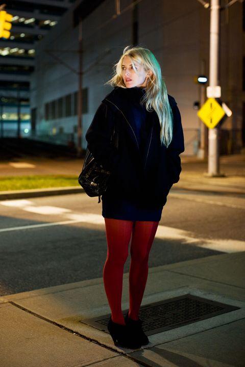 Lighting, Human leg, Textile, Outerwear, Street fashion, Jacket, Bag, Knee, Thigh, Blond,