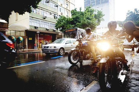 Motor vehicle, Tire, Wheel, Motorcycle, Vehicle, Land vehicle, Fender, Street, Automotive lighting, Automotive wheel system,