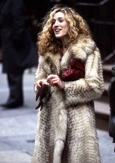 Textile, Winter, Fur clothing, Street fashion, Natural material, Fashion, Animal product, Fashion model, Long hair, Fur,