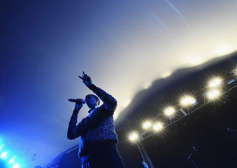Audio equipment, Music, Music artist, Elbow, Pop music, Musician, Music venue, Microphone, Artist, Performing arts,