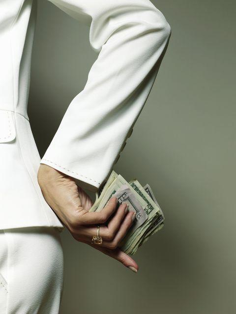 Collar, Dress shirt, Sleeve, Joint, Wrist, Cuff, Gesture, Khaki, Waist, Button,