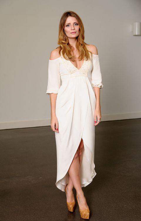 Sleeve, Shoulder, Dress, Shoe, Joint, Human leg, White, One-piece garment, Floor, Formal wear,