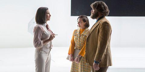 Sleeve, Human body, Shoulder, Interaction, Waist, Fashion, Blazer, Conversation, Beige, Collaboration,