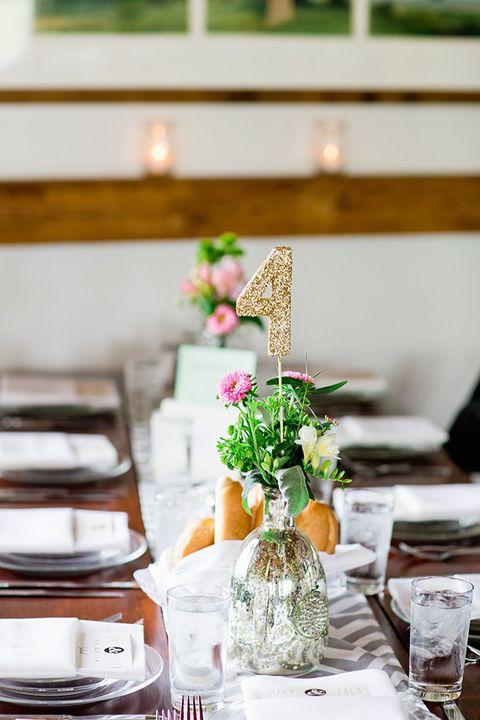 Centrepiece, Table, Bouquet, Interior design, Serveware, Flower Arranging, Dishware, Peach, Cut flowers, Floristry,