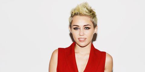 Clothing, Hair, Ear, Lip, Hairstyle, Skin, Chin, Forehead, Shoulder, Eyebrow,