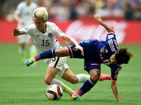 Ball, Sports uniform, Football, Sports equipment, Soccer ball, Jersey, Human leg, Team sport, Shoe, Sock,