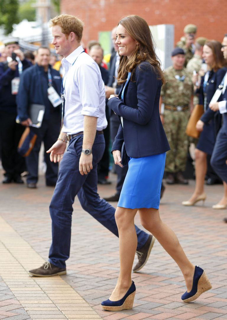 3a7423209bc4 Meghan Markle Wears Navy Carolina Herrera Dress for 2018 Sentabale ...