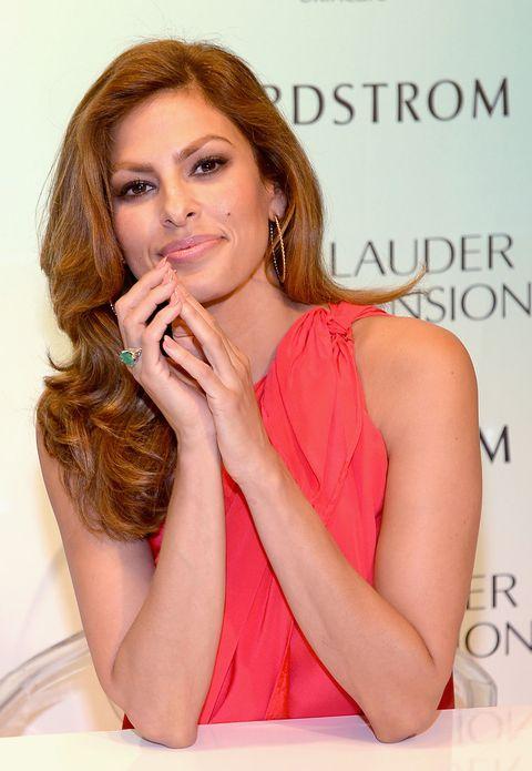 Finger, Lip, Hairstyle, Eye, Skin, Forehead, Shoulder, Eyebrow, Eyelash, Style,