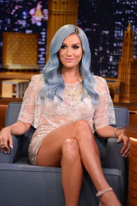 Eye, Human leg, Sitting, Fashion accessory, Thigh, Beauty, Knee, Long hair, Lap, Headpiece,