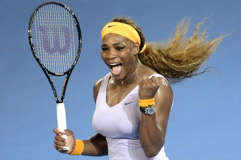 Sports equipment, Finger, Daytime, Skin, Tennis racket, Elbow, Sportswear, Hand, Joint, Tennis,