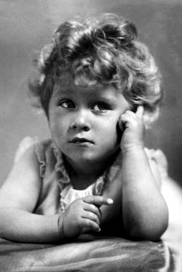 Who would've guessed little Elizabeth could have given Shirley Temple a run for her money?