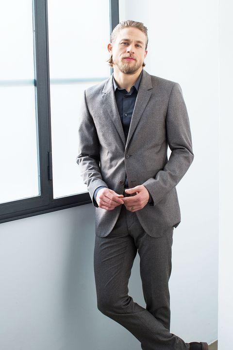 Dress shirt, Coat, Collar, Sleeve, Trousers, Shoulder, Pocket, Shirt, Standing, Suit trousers,