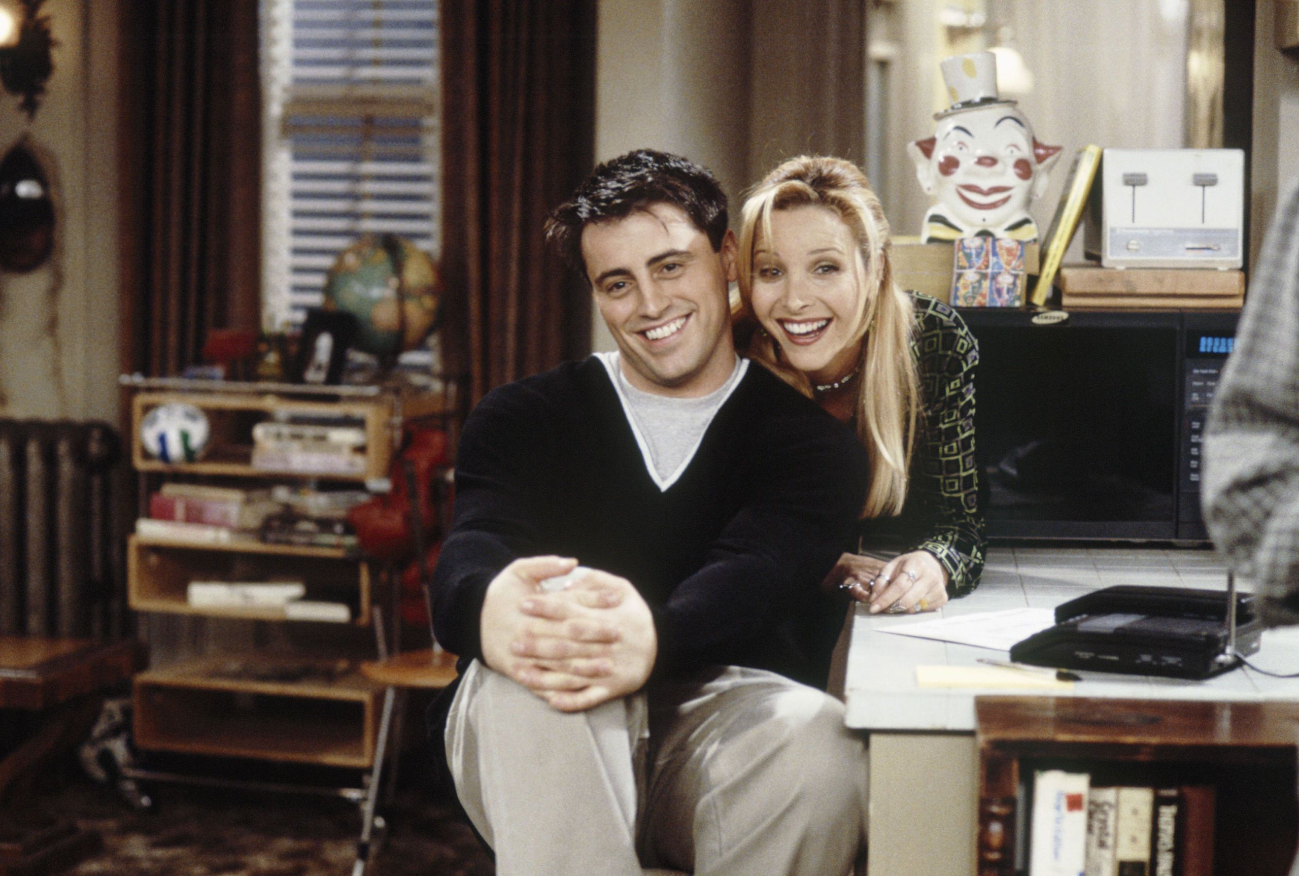 Do phoebe and joey ever hook up