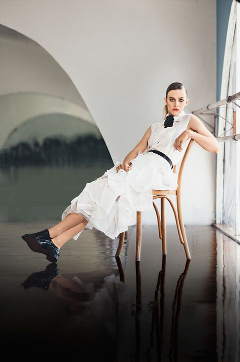 Human leg, Hand, Knee, Beauty, High heels, Thigh, Flash photography, Fashion model, Model, Waist,