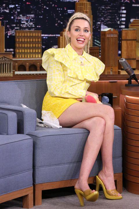 Leg, Yellow, Human leg, Sitting, Fashion accessory, Knee, Thigh, Foot, High heels, Sandal,