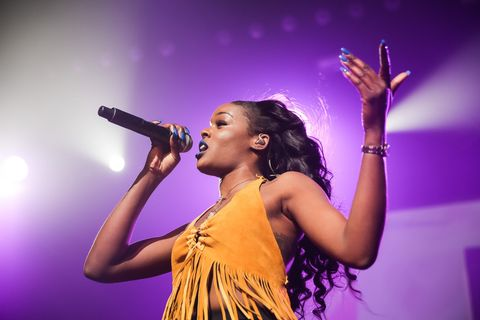 Audio equipment, Arm, Microphone, Finger, Entertainment, Performing arts, Hairstyle, Music, Event, Purple,