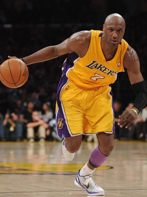 Basketball moves, Sports equipment, Sports uniform, Basketball, Sport venue, Basketball player, Jersey, Ball, Sportswear, Human leg,