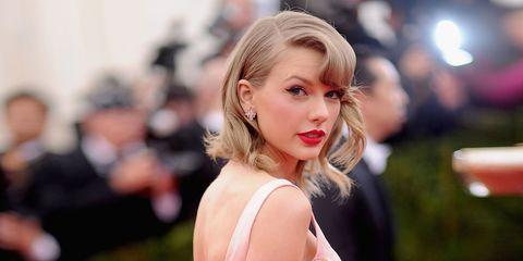 Nose, Mouth, Lip, Hairstyle, Eyebrow, Eyelash, Earrings, Jewellery, Beauty, Long hair,