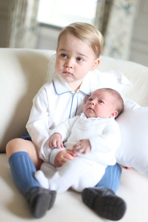 Face, Nose, Ear, Cheek, Eye, Skin, Comfort, Child, Baby & toddler clothing, Sitting,