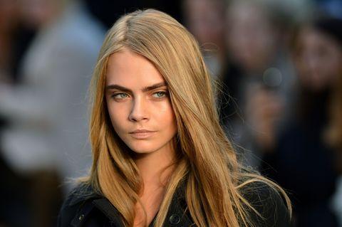 Lip, Hairstyle, Eyebrow, Eyelash, Jacket, Street fashion, Step cutting, Long hair, Blond, Brown hair,