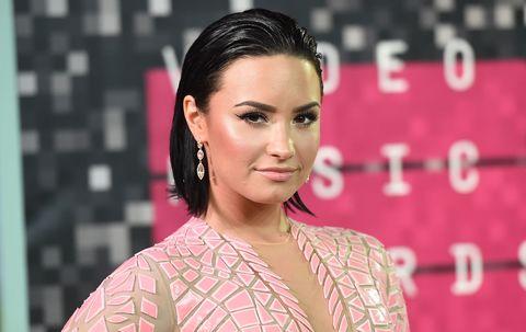 Ear, Lip, Hairstyle, Earrings, Chin, Forehead, Eyebrow, Eyelash, Style, Jewellery,