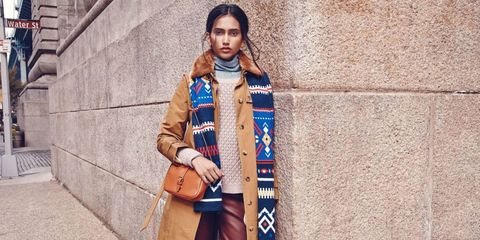 Style, Street fashion, Bag, Fashion accessory, Stole, Beige, Model, Fashion model, Photo shoot, Pocket,