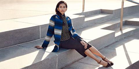 Human leg, Style, Coat, Street fashion, Collar, Knee, Electric blue, Thigh, Jacket, Bag,