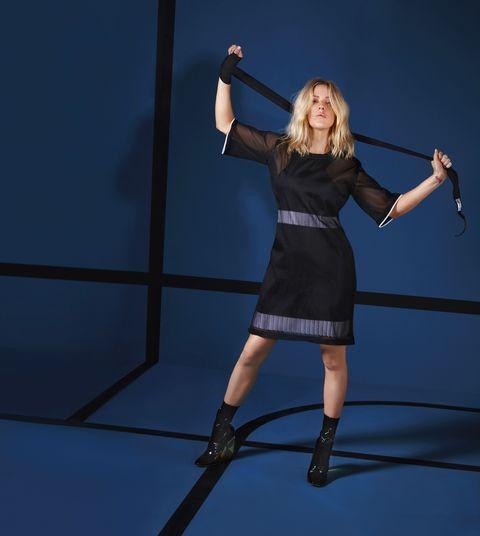 Shoulder, Human leg, Joint, Dress, Elbow, Waist, Knee, Little black dress, High heels, Thigh,