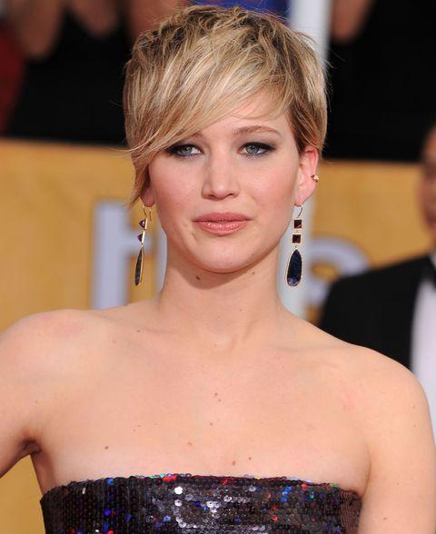 <p>Big earrings + pixie cut (+ Jennifer Lawrence) = perfection. </p>