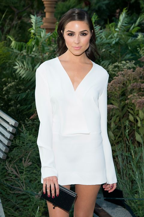 Hairstyle, Sleeve, Shoulder, Joint, White, Style, Dress, Formal wear, Fashion model, Collar,