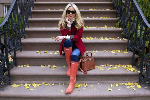 <p>Don't just give up on the day with a homely old raincoat. Instead, preempt the precipitation in a pair of chic rain boots with a blazer in a similar shade. Add skinny jeans and a fuzzy turtleneck to keep yourself toasty (and dry!).</p>