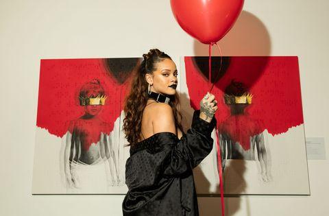Lip, Balloon, Red, Fashion accessory, Fashion, Magenta, Lipstick, Costume accessory, Coquelicot, Fashion design,