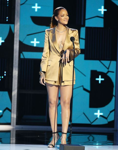<p>RiRi is also a fan of the look.</p>
