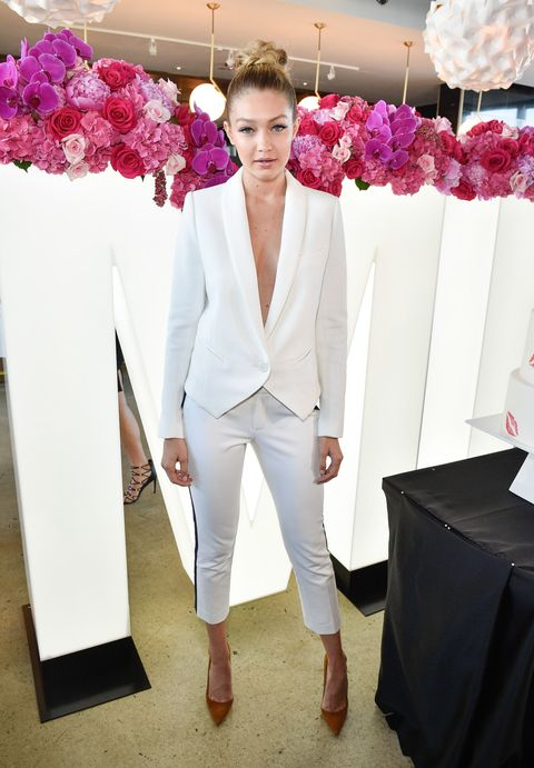 <p><del></del>Gigi shows that wearing absolutely nothing under a blazer is a chic and sexy way to go sans underwire.</p>